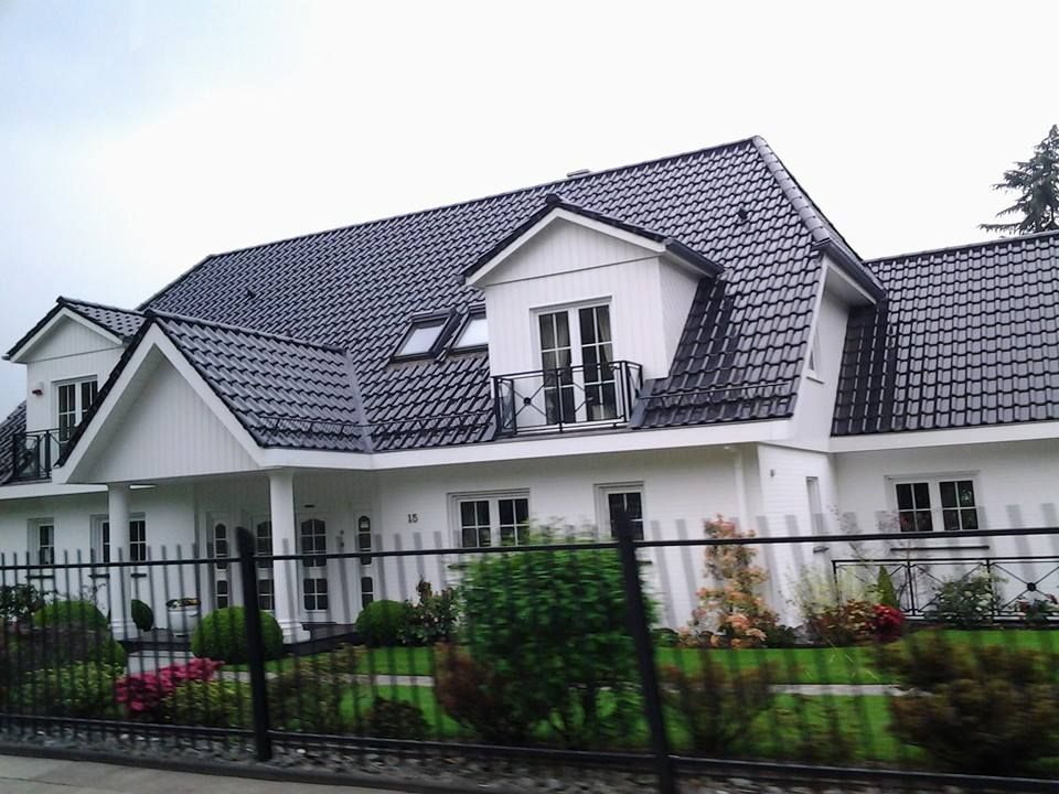 Slate Roof House Black And White House Roof Roof Architecture Terrace Building