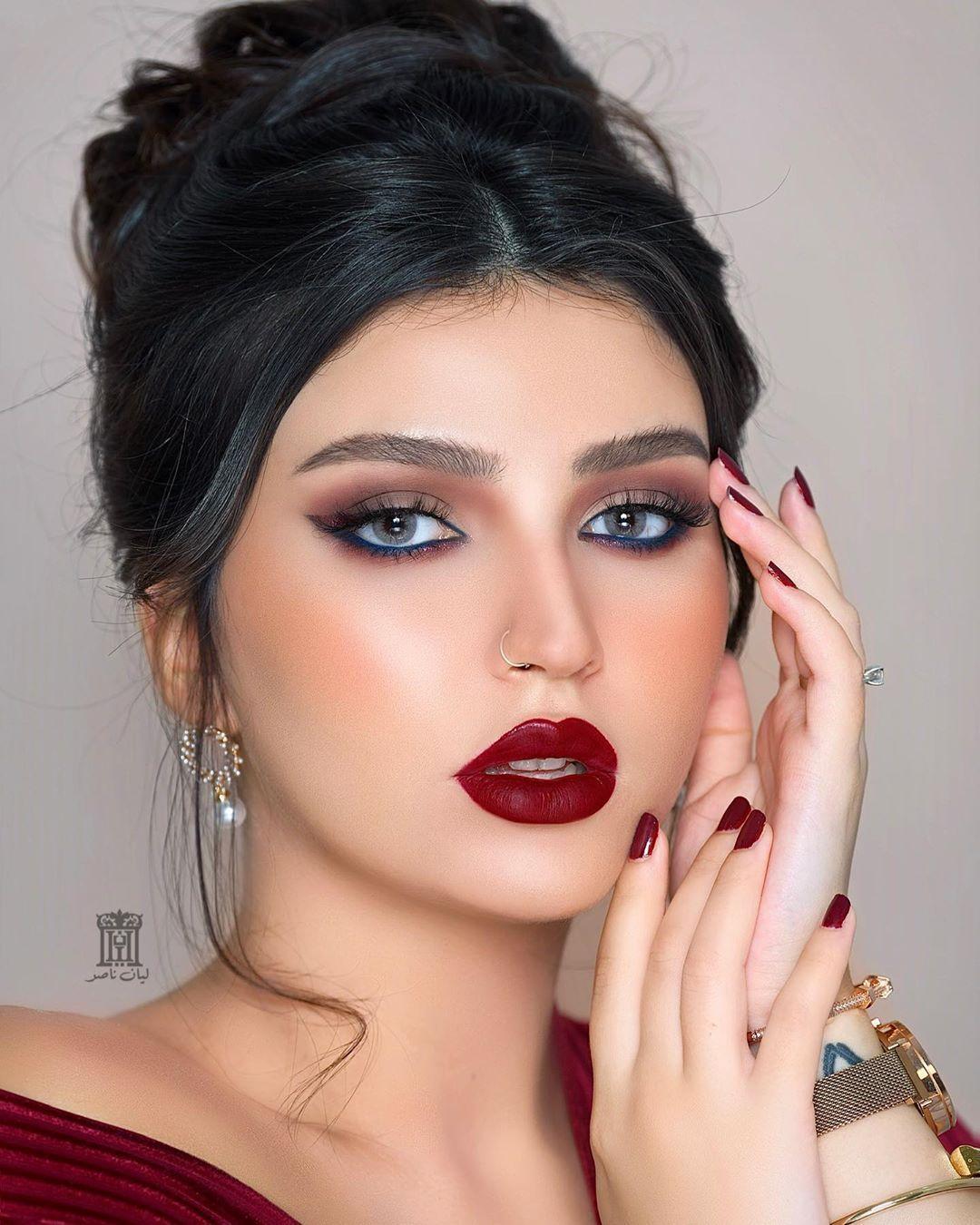 Lyan Nasser ليان ناصر On Instagram مساء الـ وحشتوني من بعد هالغيبة رجعت لكم بلوك غريب كحل ازرق مع ايلاينر قلتري ملون وروج Beauty Make Up Makeup