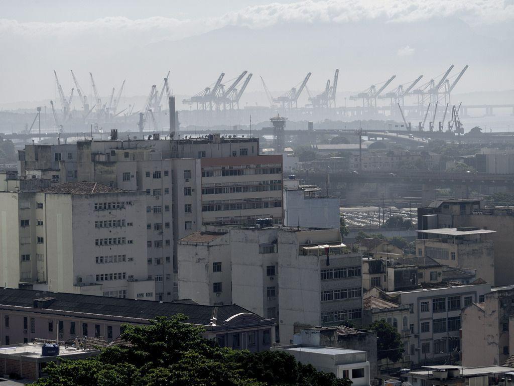 https://flic.kr/p/UBtk11 | Zona Norte do Rio de Janeiro | Com a área portuária ao fundo.  Rio de Janeiro, Brasil Tenha um bom dia! :-)  __________________________________________  North Zone of Rio de Janeiro  With the harbor area in the background.  Rio de Janeiro, Brazil Have a nice day! :-)  _______________________________________________  Buy my photos at / Compre minhas fotos na Getty Images  To direct contact me / Para me contactar diretamente: lmsmartins@msn.com