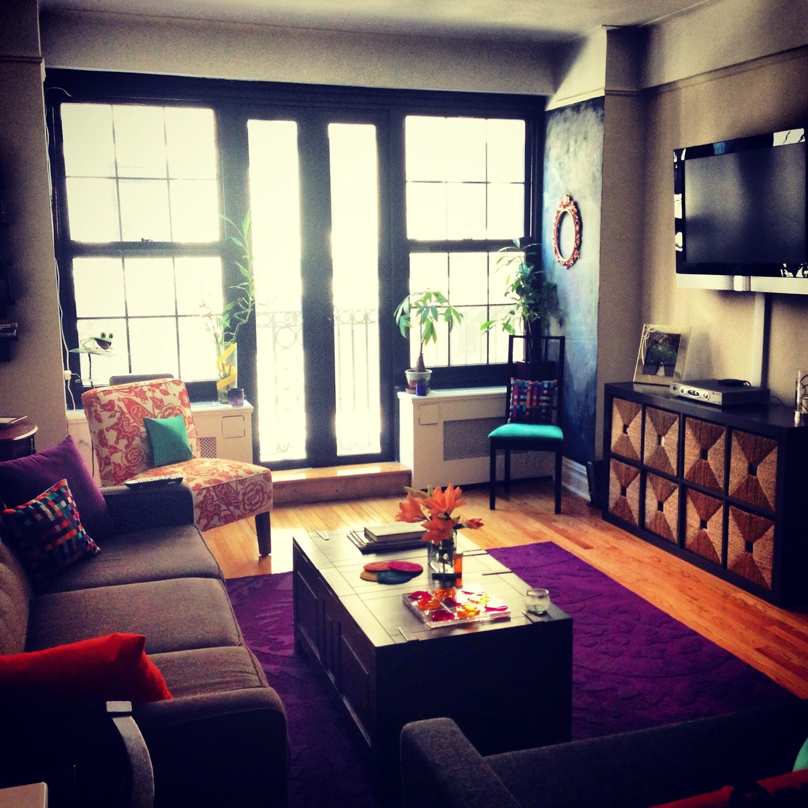 Small Nyc Apartment Design Nyc Apartment Living Room As Seen On Seektobemerry