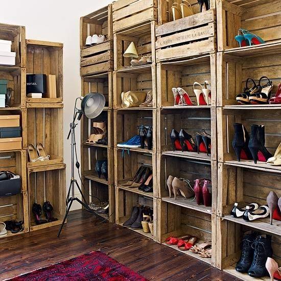 18 Como hacer un closet con cajas de madera