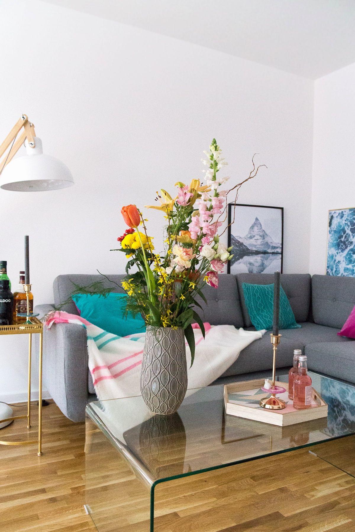 blumen arrangieren wohnzimmer couchtisch glastisch hausbar scandinavian style. Black Bedroom Furniture Sets. Home Design Ideas