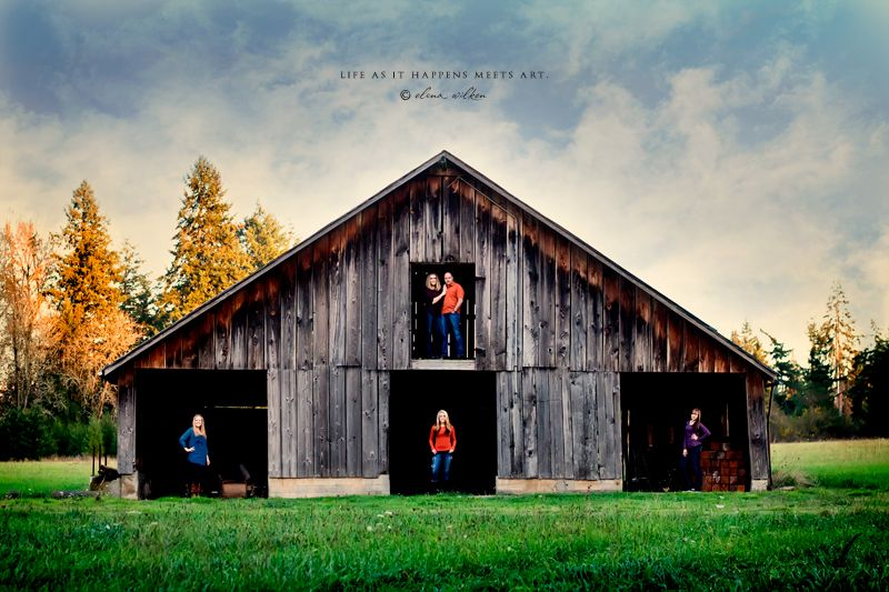 Love this family pose! Now I just need to find a barn like that somewhere in the Kansas City metro....