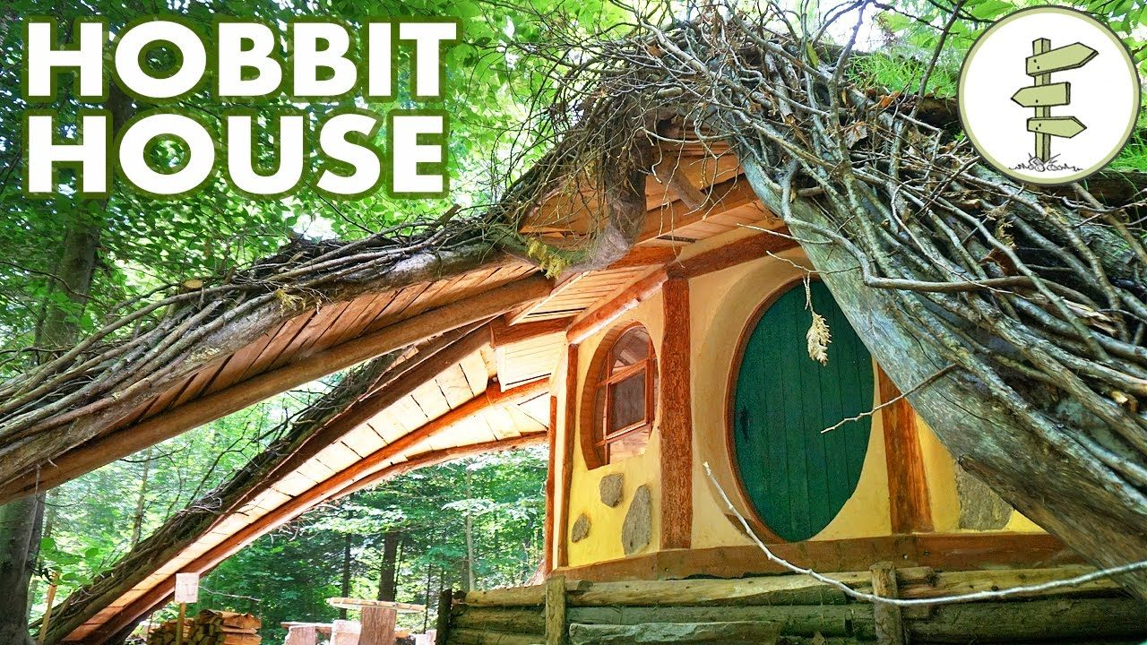 Hobbit House With Amazing Green Roof Straw Bale Walls Off Grid Cabin Hobbit House Small House Green Roof