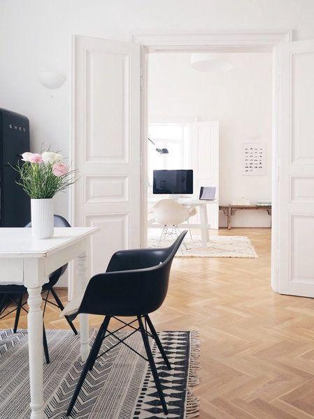 Die Geschichte Hinter Dem Eames Plastic Chair U0026 Gewinne Einen Von Drei  Wunschstühlen Von Vitra |