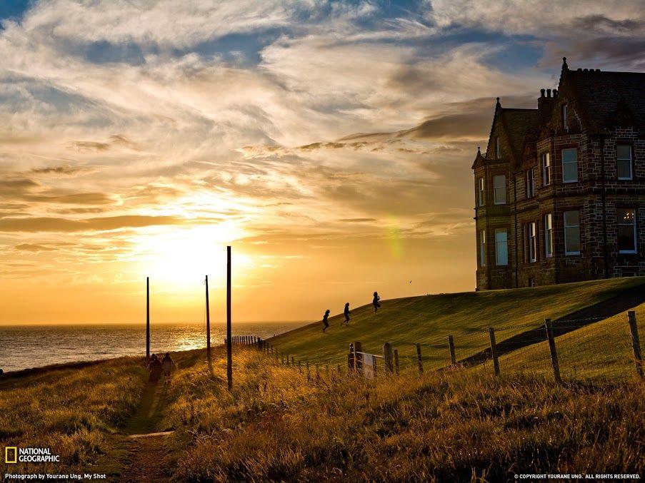 Закат на побережье графства Антрим, Северная Ирландия.