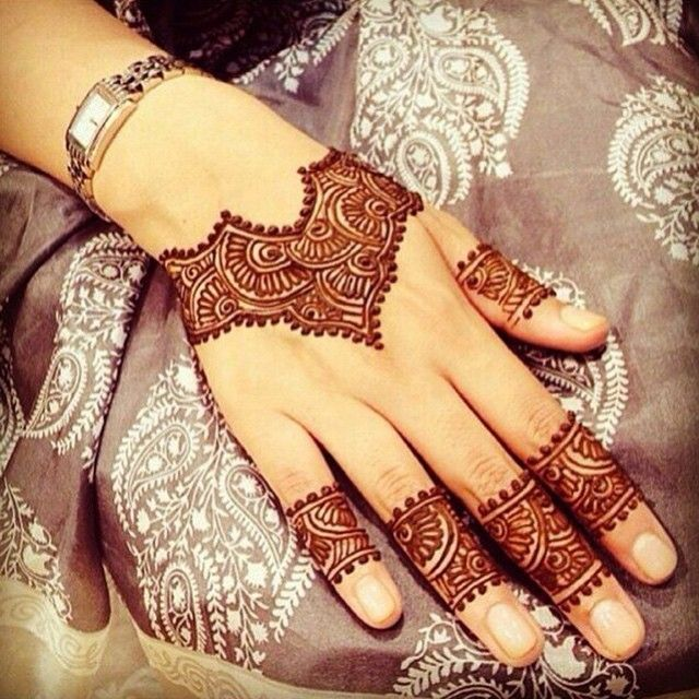 نقش حناء المدينة المنورة On Instagram حناء حنه نقشات نقش نقاشه هندي اماراتي خليجي جمال بنات Henna Designs Hand Henna Tattoo Designs Henna Designs
