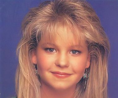 12 39 90s Hair Trends We Sort Of Miss Bangs Dj Tanner And