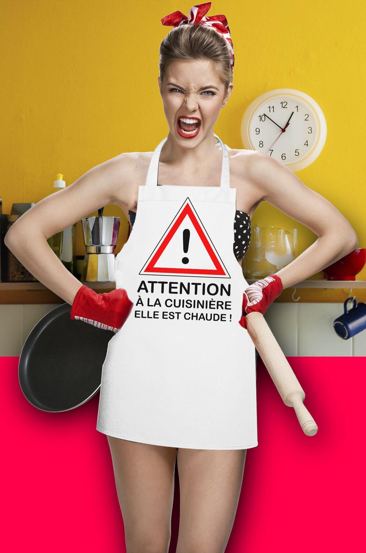 Attention A La Cuisiniere Elle Est Chaude Humour Tablier Spreadshirt Tablier Cuisine Tablier Cuisiniere