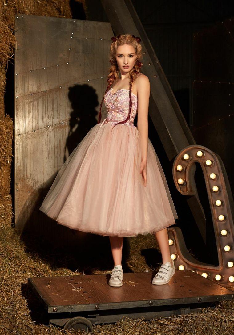 c9a815413f Outfit e vestiti da cerimonia, abito di colore rosa con bustino e ...