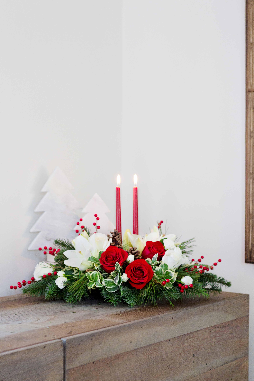 Teleflora Christmas 2019.Christmas Wishes Centerpiece Christmas Flowers Table