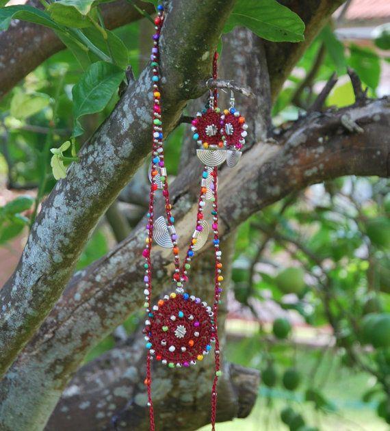 Oscuro rojo étnica MANDALA CROCHET PENDIENTES de plata