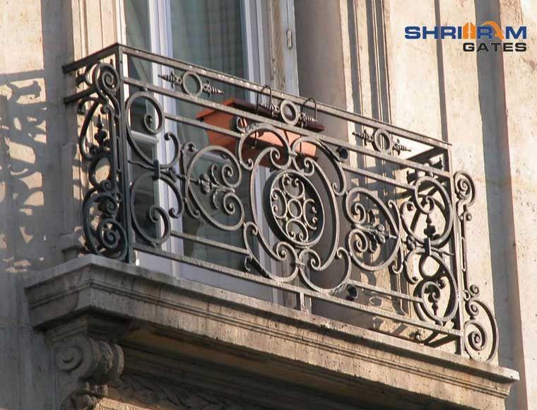 Wrought Iron Railing In 2020 Iron Balcony Railing Iron Railing