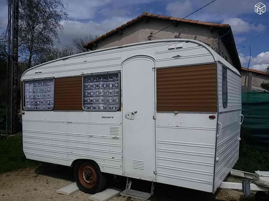 vends caravane digue de 1969 bon tat g n ral int rieur. Black Bedroom Furniture Sets. Home Design Ideas