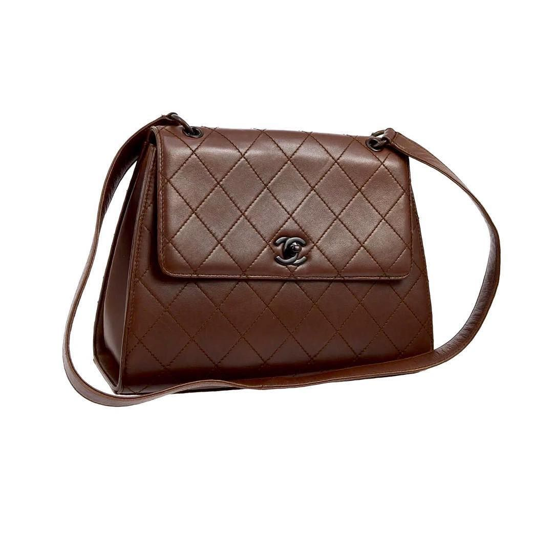 c73a3e0085 chanel brown quilted flap shoulder bag excellent vintage condition measures  12 x 9 x 4