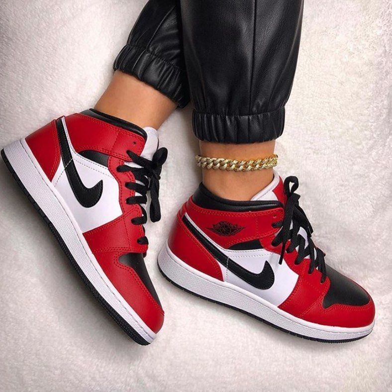 Hdg Sales 1 Personal Shopper On Instagram The Air Jordan 1 Mid Chicago Is Now Available At Www Hdgsa Jordan Shoes Girls Sneakers Fashion Nike Air Shoes