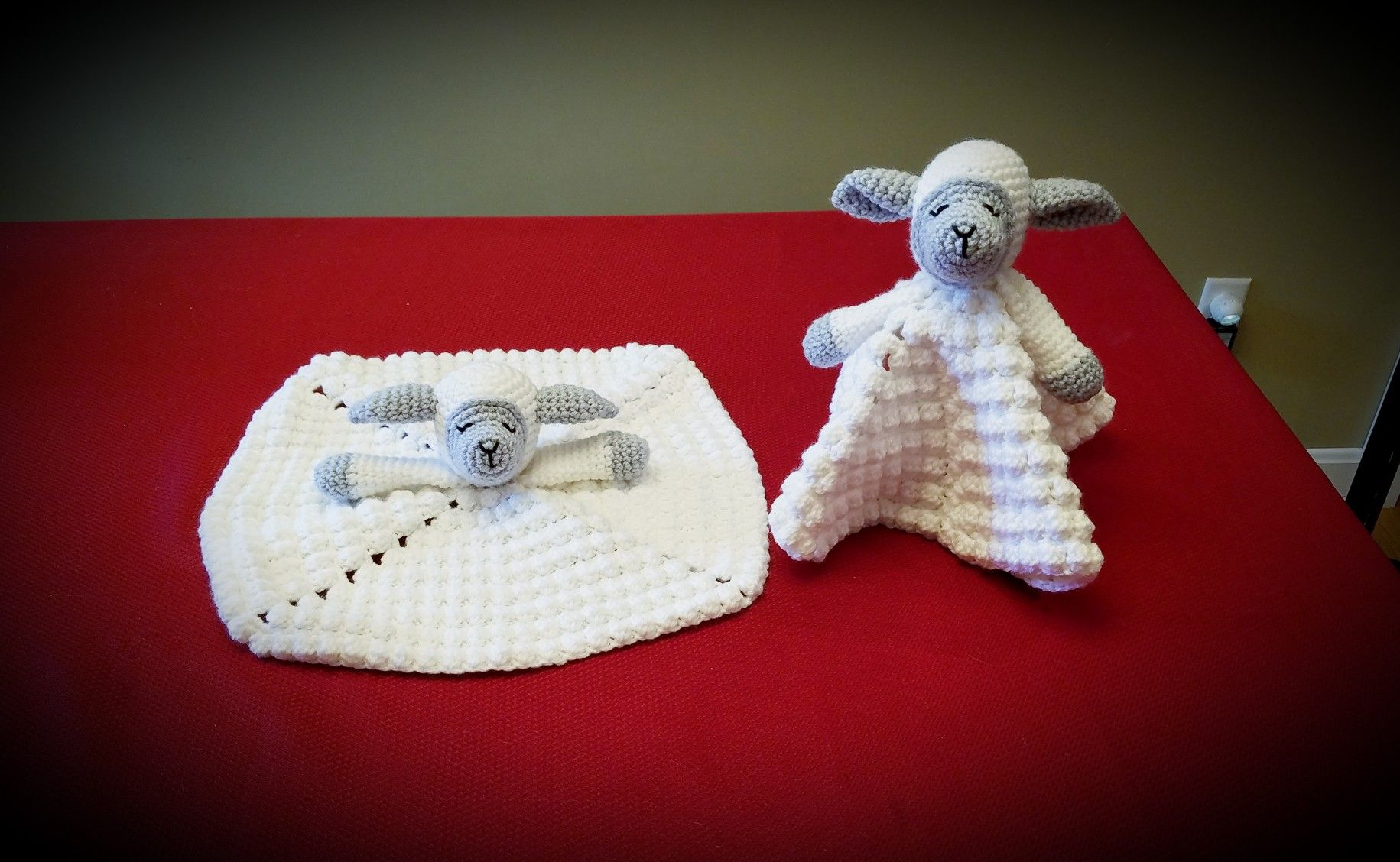 Sleepy lamb (sheep) baby security blanket