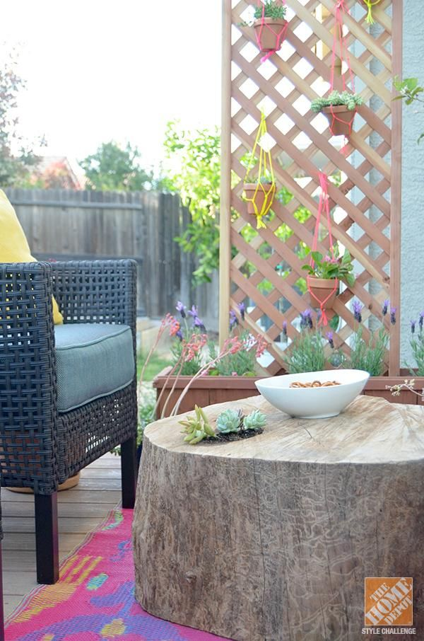 An Outdoor Space That S Colorful Comfortable And Renter Friendly