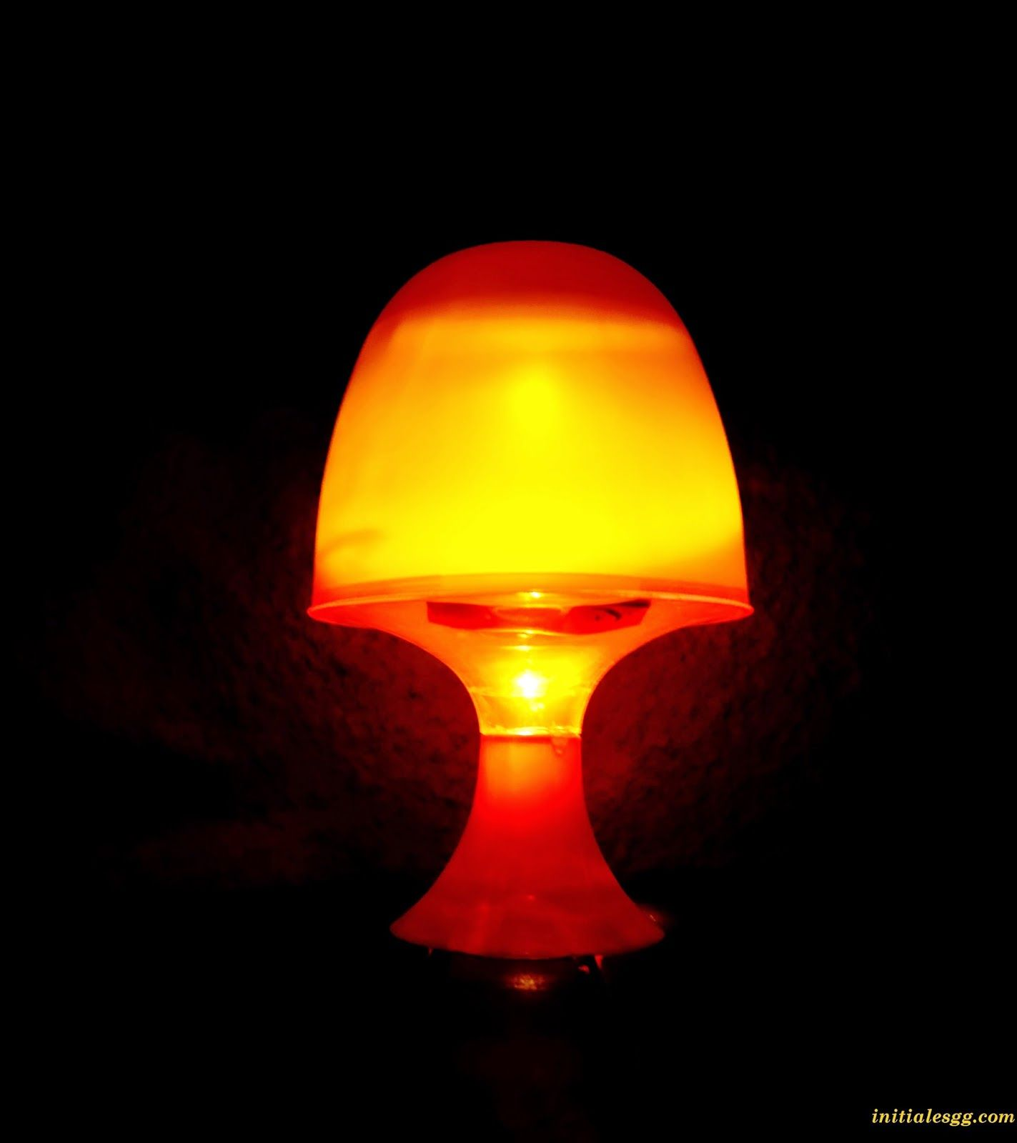 Je vous apprend comment transformer une lampe électrique en lampe ...