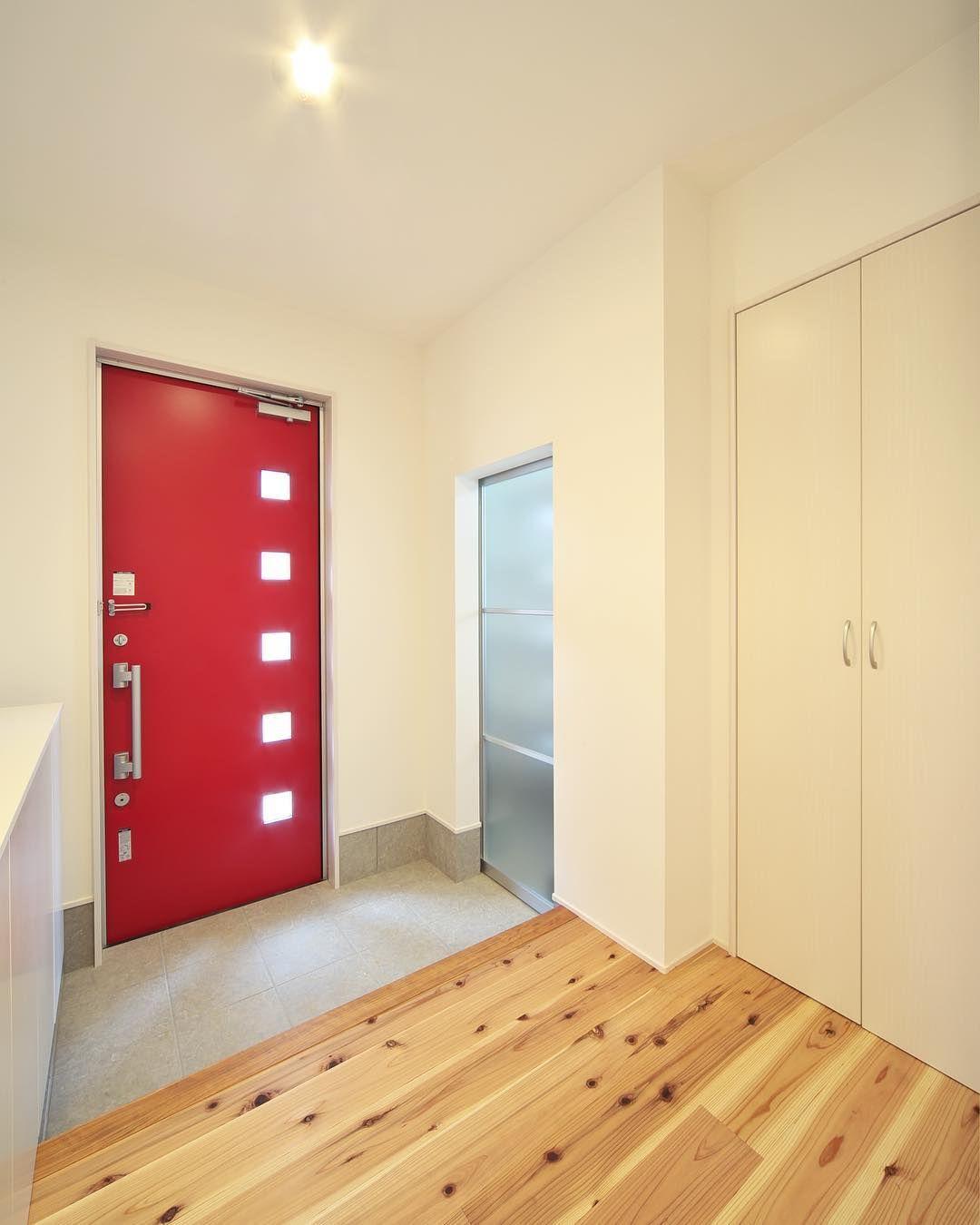 Minimaru Design On Instagram 赤色の玄関ドアがアクセントの玄関