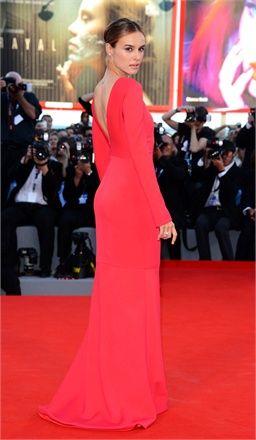 Venezia 2012: l'opening - Kasia Smutniak in Armani - Vogue.it
