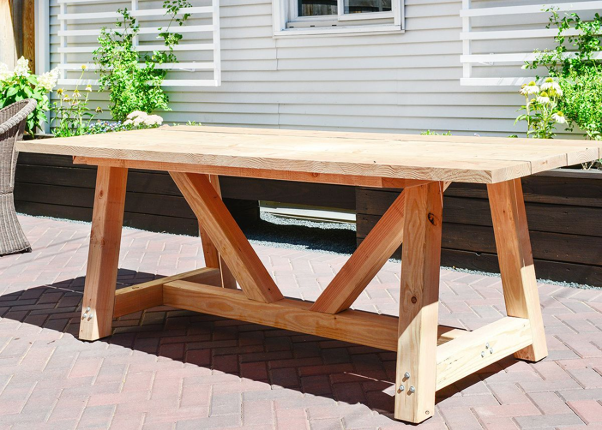 Outdoor wood table plans - A Diy Patio Table That S A Lot Less Complication Than You D Think
