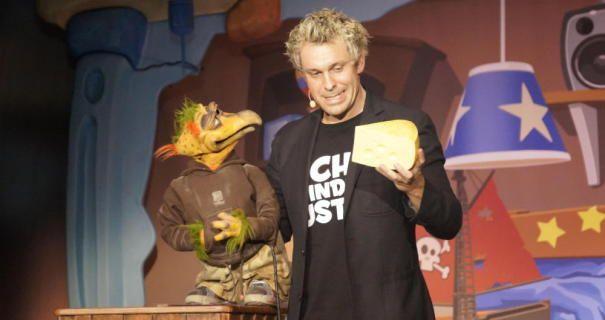 Der Mann Der Mit Puppen Spielt Mit Bildern Bauchredner Sascha Colonia Duett