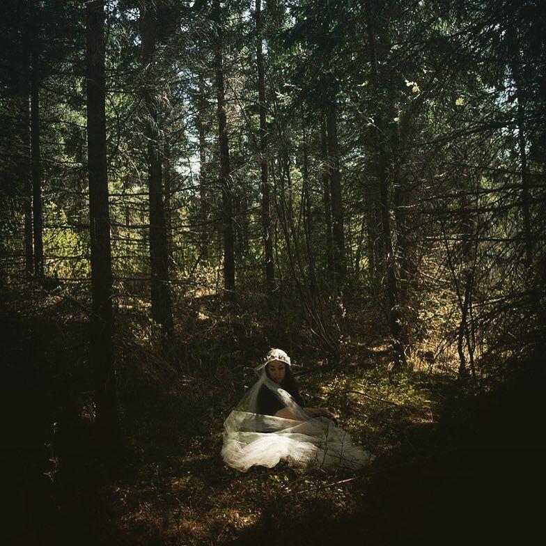 #inthewoods #metsässä #veiled #theonewhowaits #fairytale #realmofgreen #odotus #lost #katlphotography by katlphotography