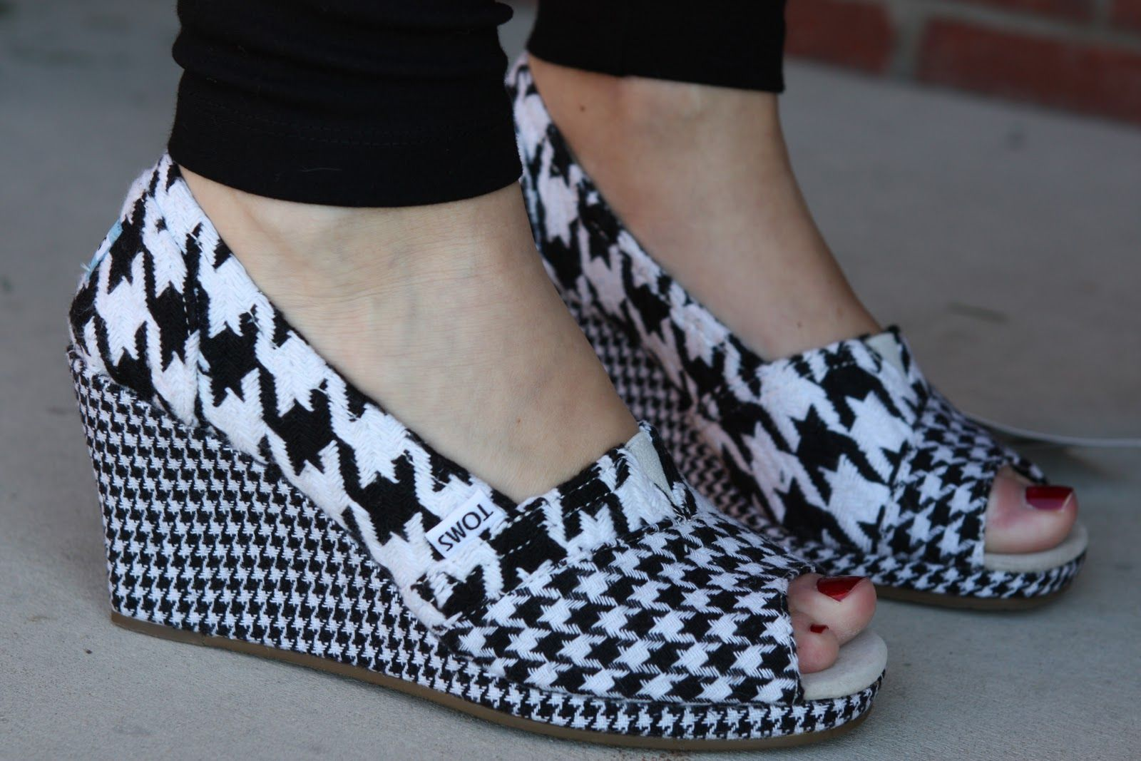 bbeb2ea0bd3 TOMS Houndstooth Wedges. So cute but what could you wear with them besides  solids