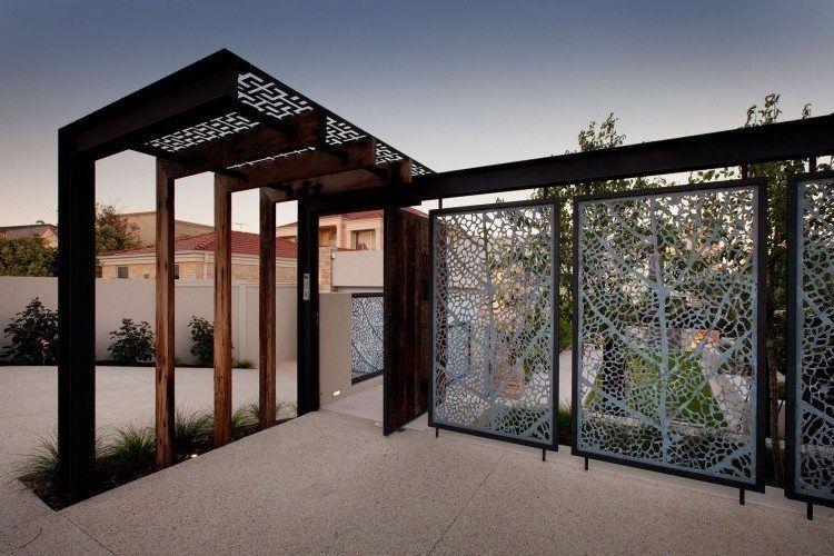 panneau occultant et cl ture brise vue en m tal en 65 id es avantageuses balcones y patios. Black Bedroom Furniture Sets. Home Design Ideas