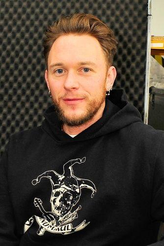 Stefan Brunner Musiker Geboren: 28. Februar 1977 (Alter 39) Musikgruppe: Schandmaul (Seit 1998)