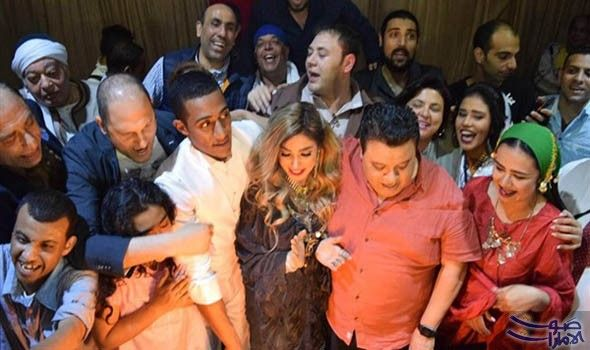 أسرة مسرحية أهلا رمضان تحتفل بعيد ميلاد الفنانة روجينا فاجأ أبطال مسرحية أهلا رمضان الفنانة روجينا بعمل احتفال لها بمناسبة عيد