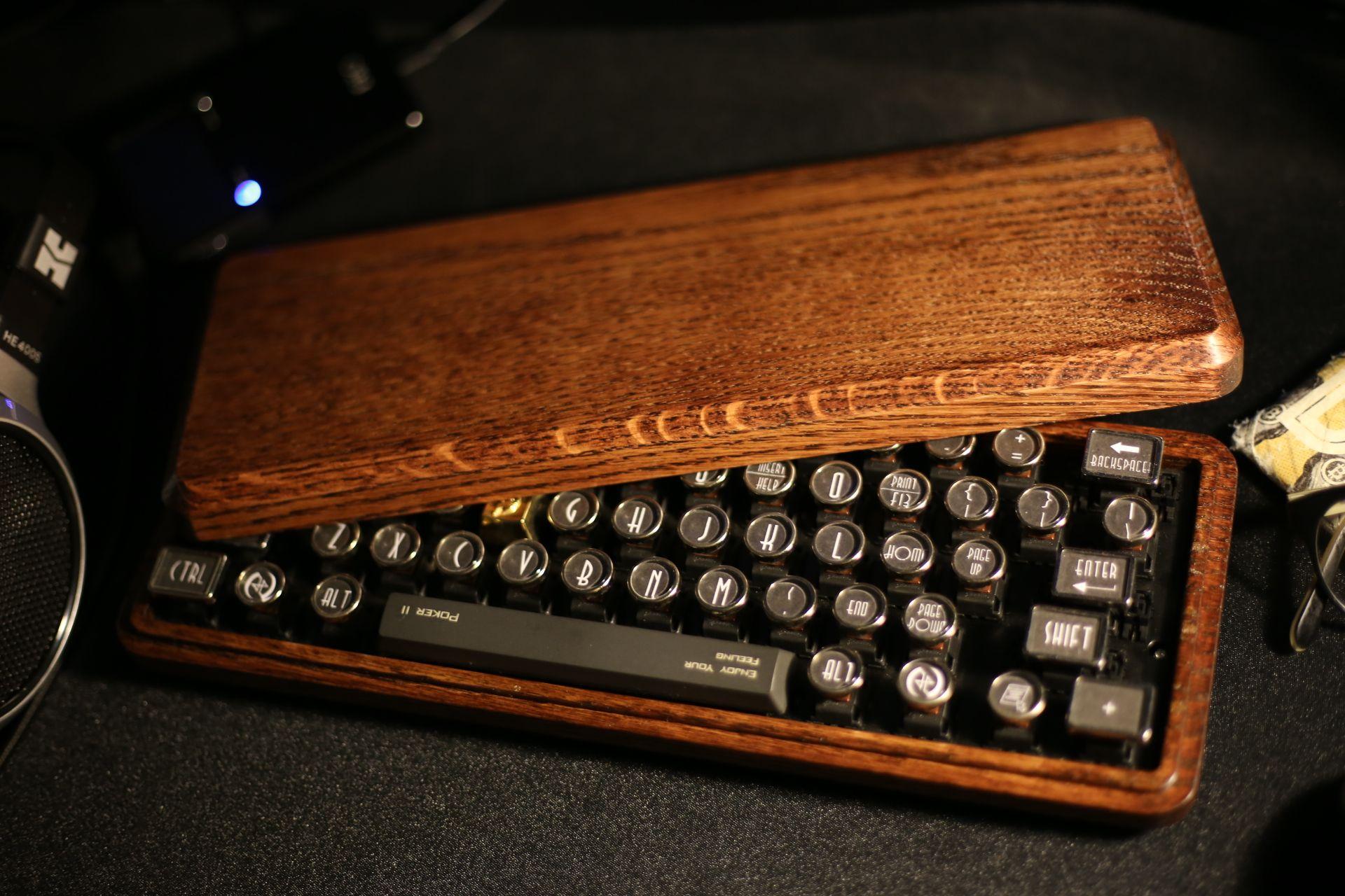 datamancer keycaps and wood case | Mechanical keyboards | Pinterest