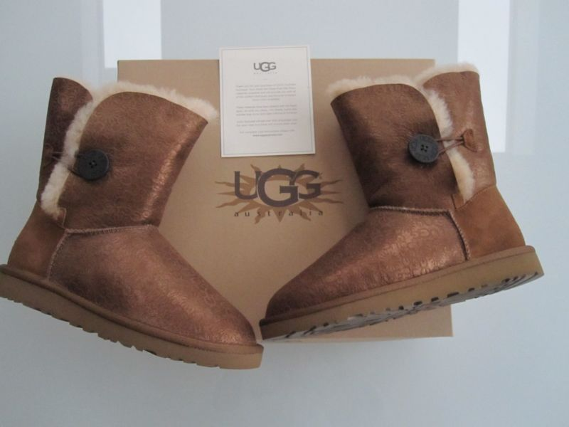 a1bc6e51704 GENUINE UGG METALLIC CLASSIC BAILEY BUTTON BOOT SIZE 7 BRAND NEW IN ...