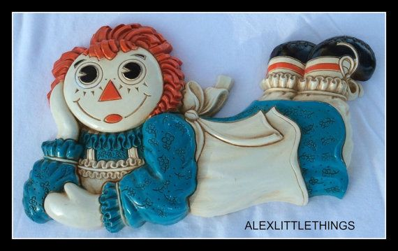 1977 Raggedy Ann Plastic Wall Hanger Plaque by ALEXLITTLETHINGS