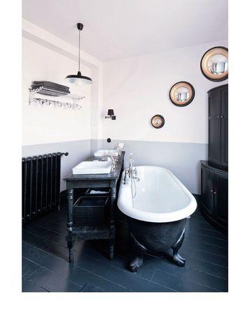 Visite déco  Le joli pavillon de Sophie Ferjani Interiors, Retro - salle de bain meuble noir