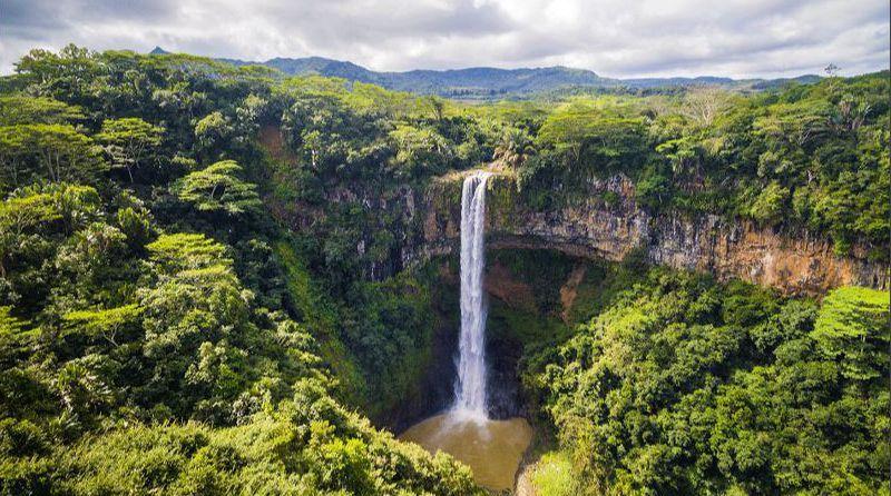 شلالات تشاماريل بقرية تشاماريل في موريشيوس Waterfall Mauritius National Parks