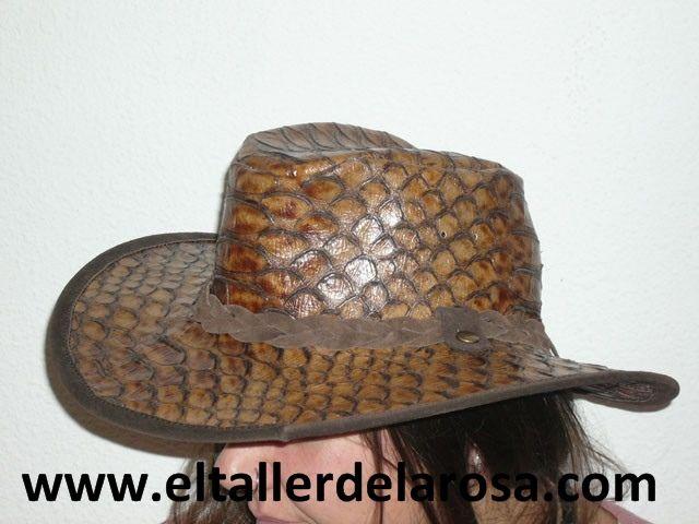86bd74f0ebd91 Sombrero tipo australiano realizado en piel de ternera