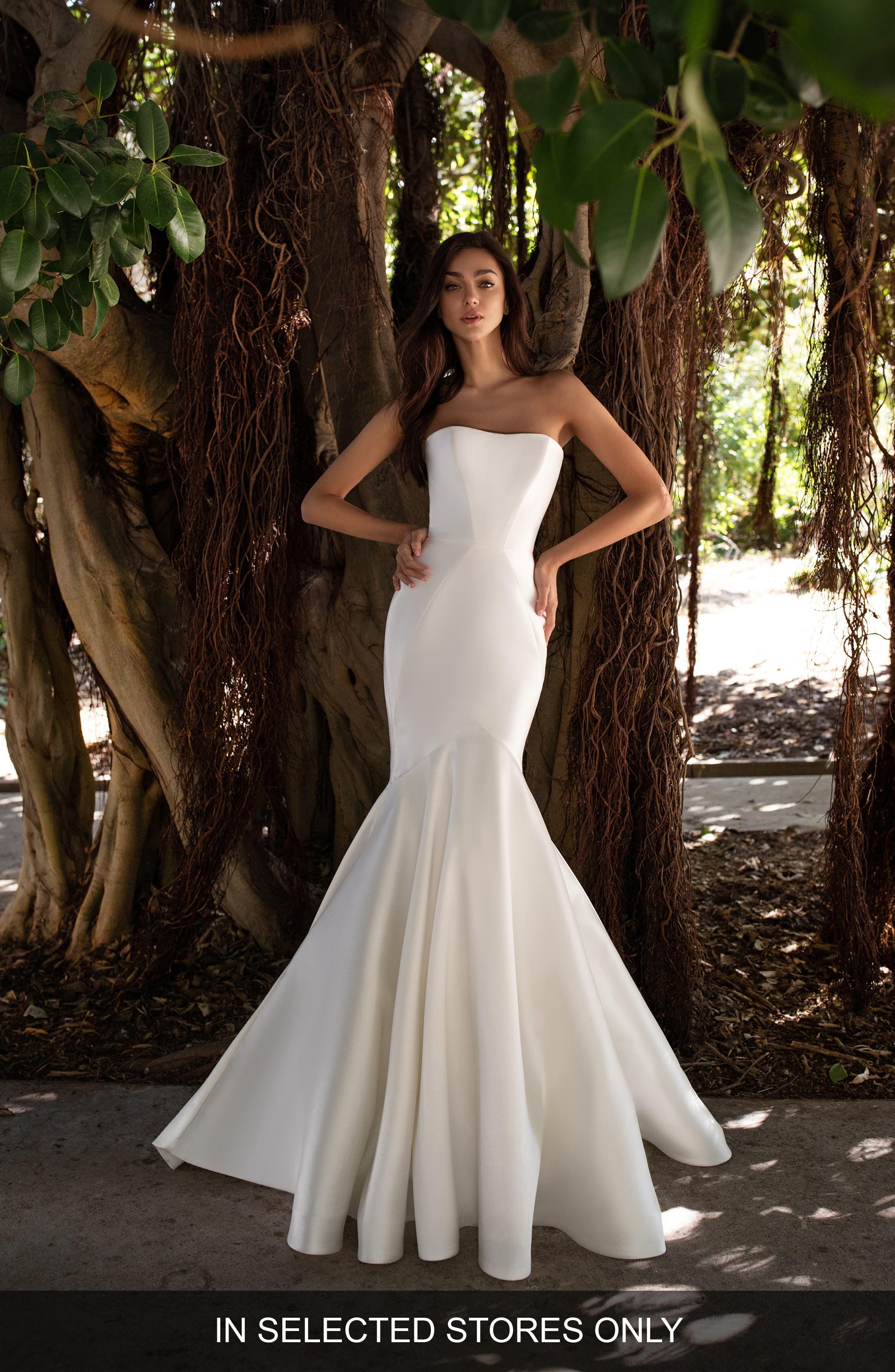 Womens Pronovias Oberon Strapless Mikado Mermaid Wedding Dress, Size  – Ivory