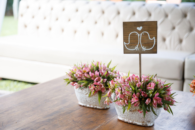 Decoracao Mesa Casamento Ao Ar Livre Placas De Madeira Flores