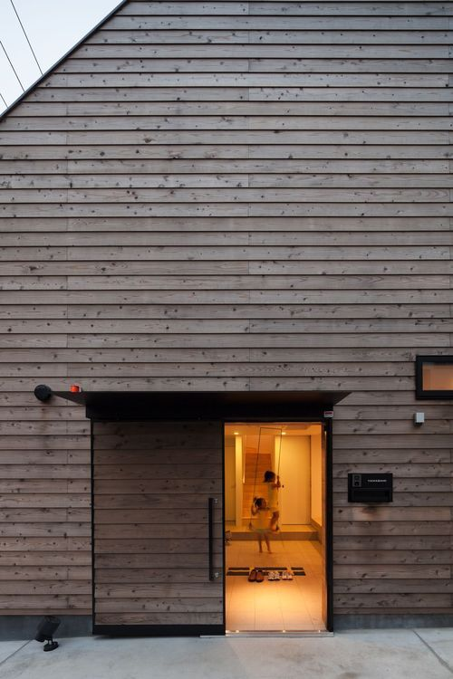 house in ofuna | barn door ~ level architects