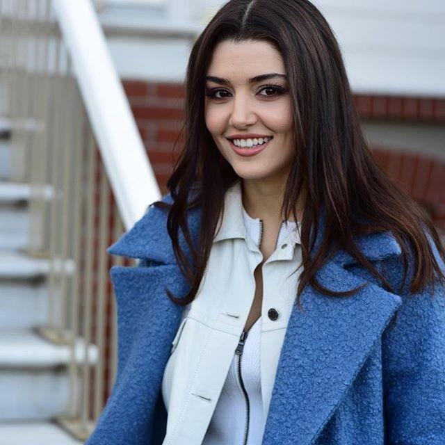 هاندا ارتشيل من كواليس مسلسل حلقة Handeercel Turkish Fashion Hande Ercel Actresses