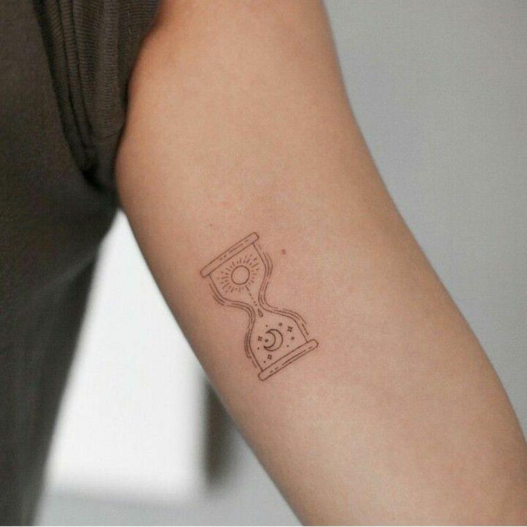 Tatuajes Pequenos Todo Lo Que Debes Saber Antes De Hacerte Uno Tatuaje Reloj De Arena Tatuajes De Relojes Tatuajes