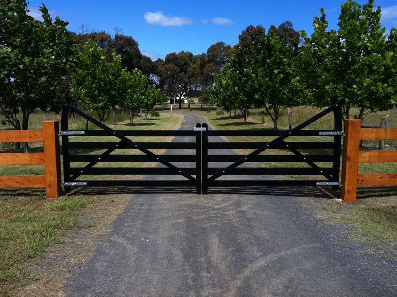 Wooden gates victoria farm tudor country driveway Tudor style fence