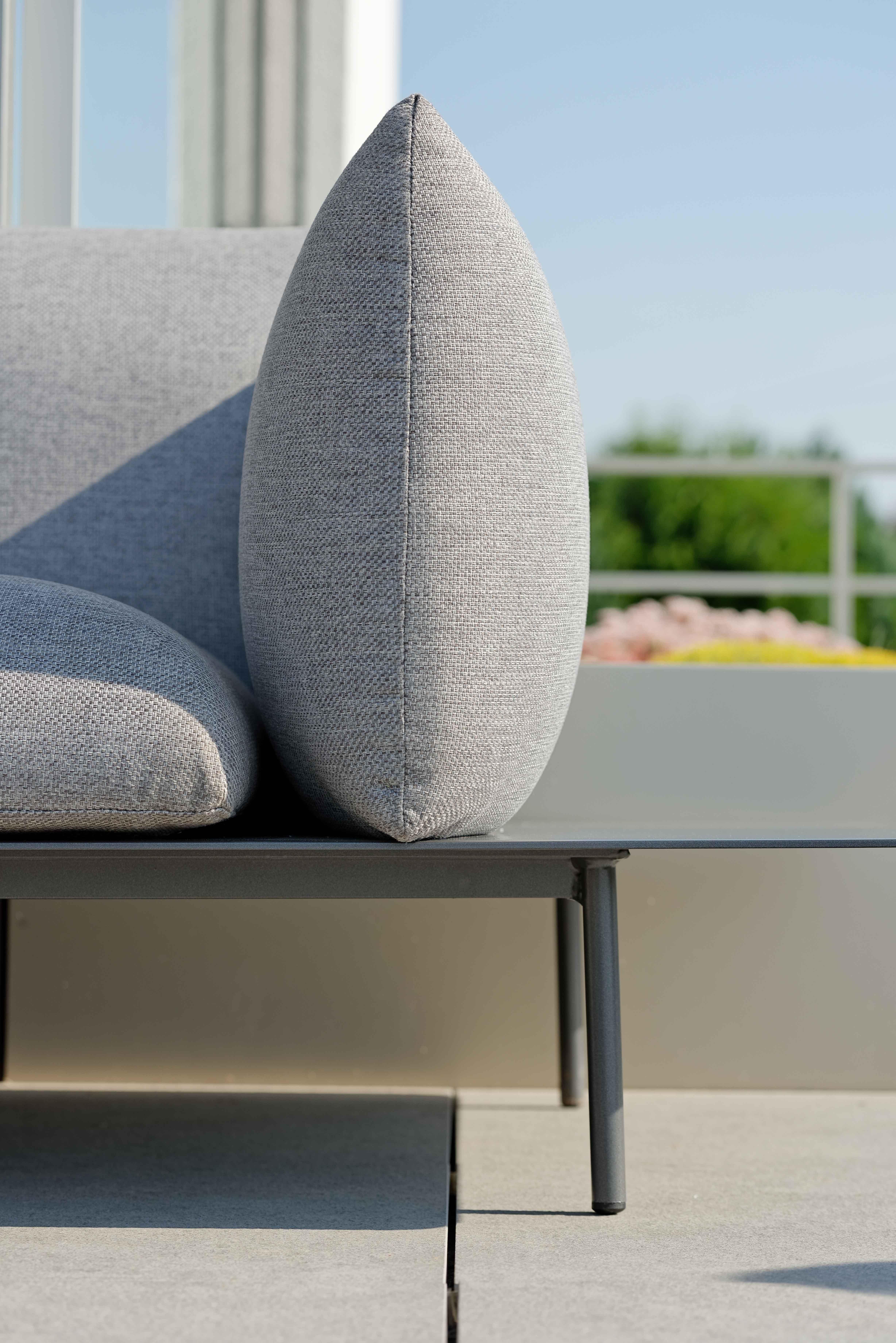 Hallo Outdoorkissen Auf Stilvoller Designerlounge Outfoorstoff Gartenmobelinspiration Gartenmobel Gartenundfreizeit Modernemob Mobel Lounge Gartenmobel