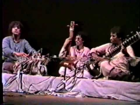 Raga Malkauns by Ustad Shahid Parvez and Ustad Zakir Hussain - YouTube