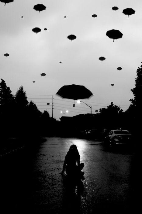 Writing inspiration #nanowrimo #scenes #settings as pessoas deixam seus guarda-chuvas voarem p/ representar a morte de seus entes queridos. acontece td o anoitecer