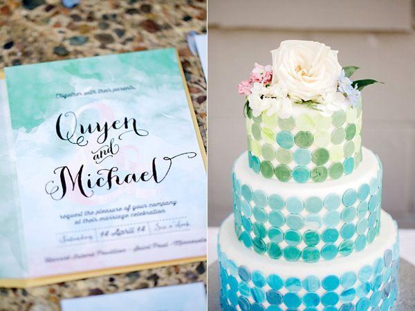 wedding cake - classic cake - white and blue - flowers