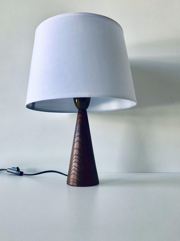 Lampe vintage pied conique scandinave en bois en 2020