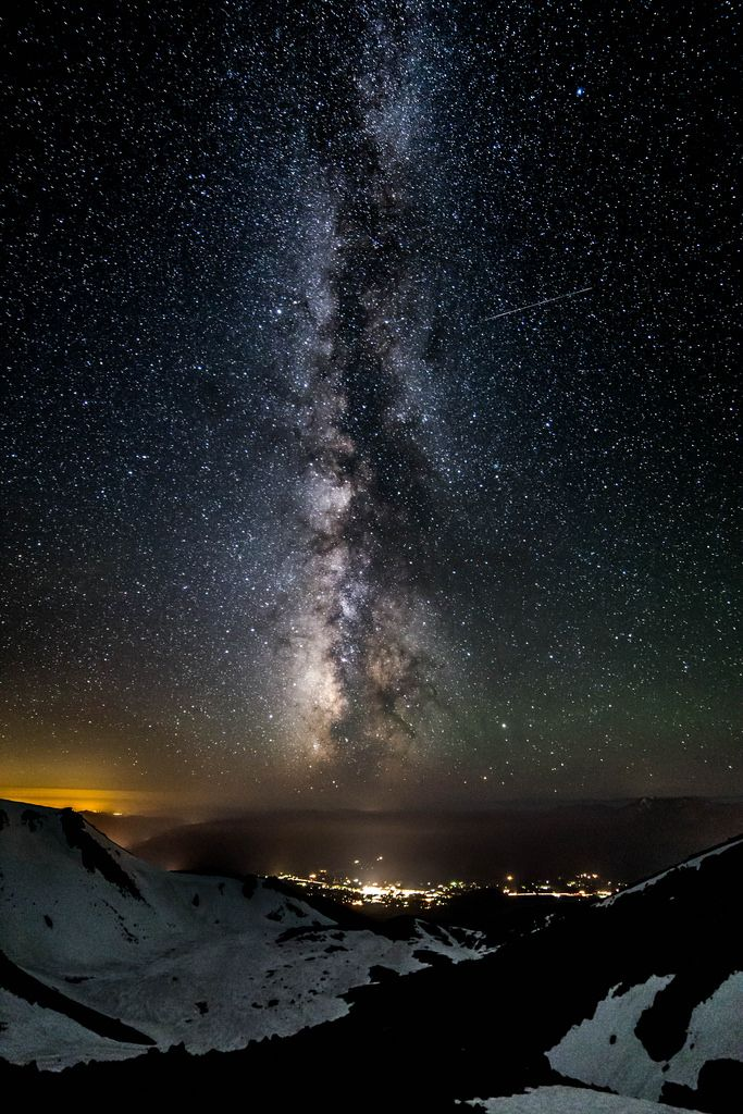 Milky Way over Mt Shasta [3640x5460] via /r/spaceporn http://bit.ly/2aYPnZw